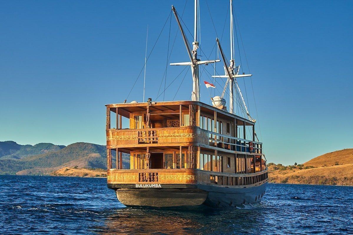 boat to komodo island